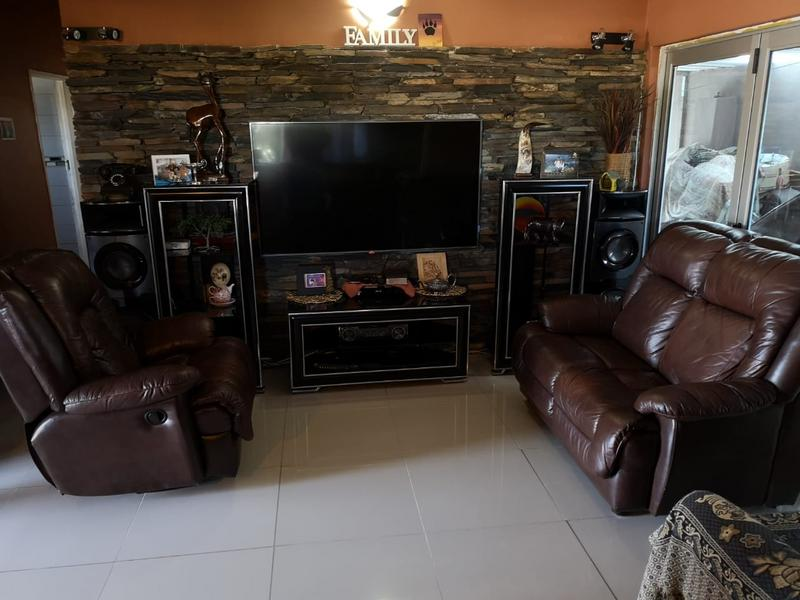 Property For Sale in Shallcross, Chatsworth 2