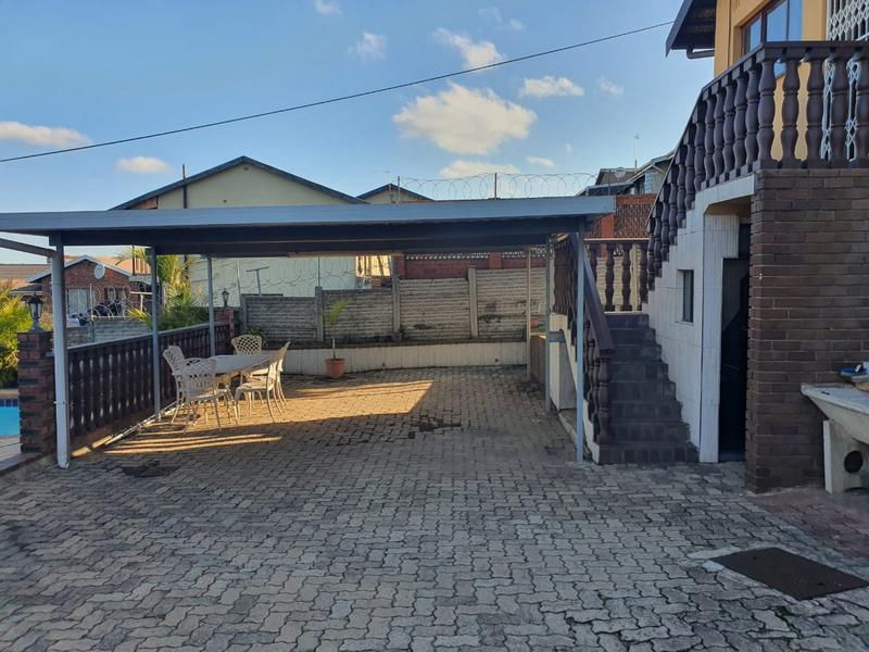 Property For Sale in Burlington Heights, Chatsworth 19