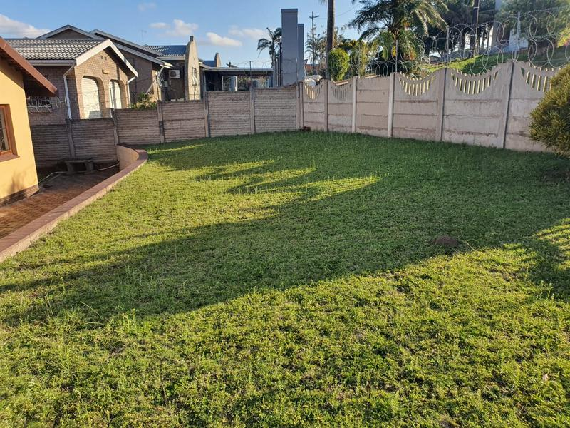 Property For Sale in Burlington Heights, Chatsworth 22
