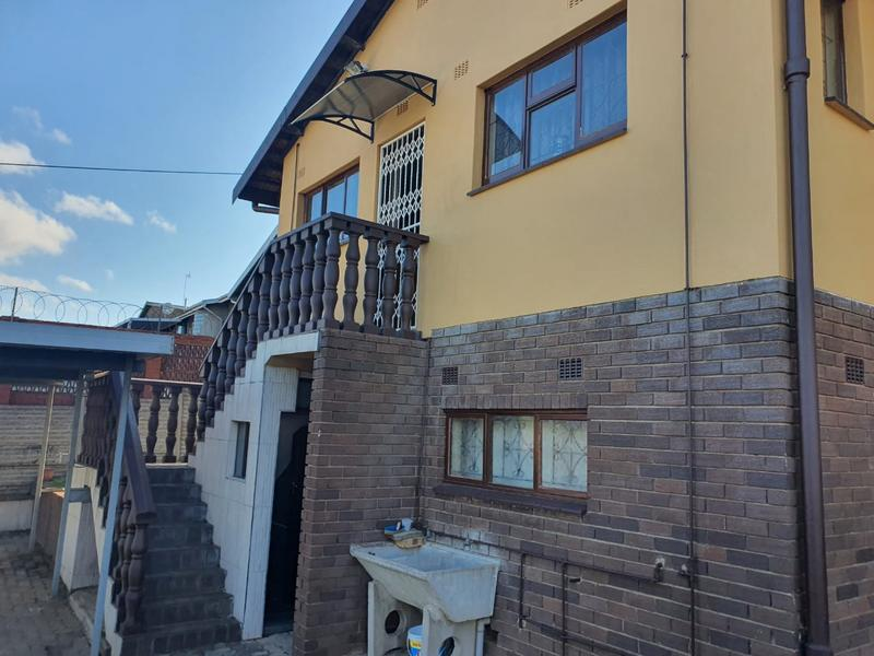Property For Sale in Burlington Heights, Chatsworth 20