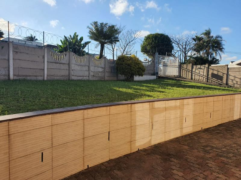 Property For Sale in Burlington Heights, Chatsworth 21