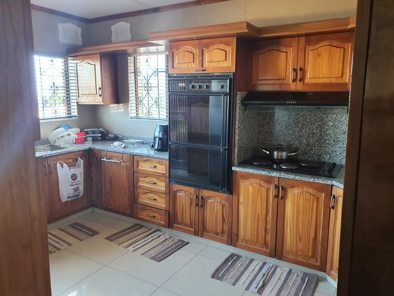 Property For Sale in Burlington Heights, Chatsworth 8