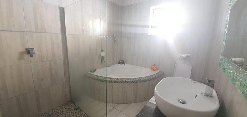 Property For Sale in Malvern, Queensburgh 13