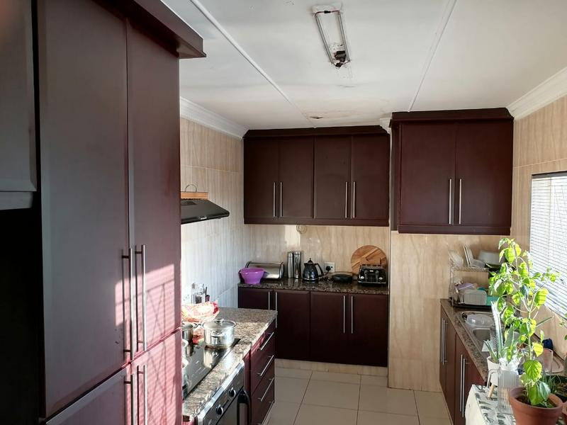 Apartment / Flat For Sale in Malvern, Queensburgh