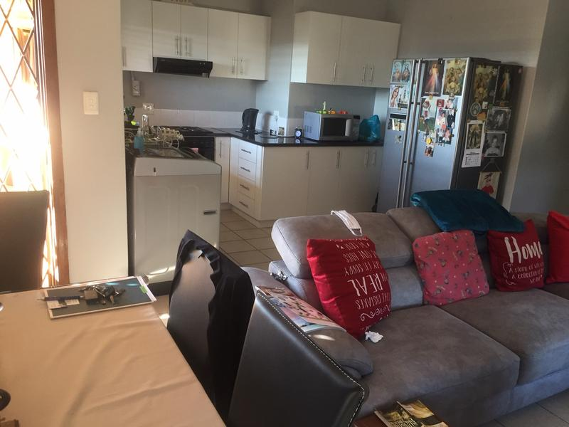 Apartment / Flat For Sale in Escombe, Queensburgh