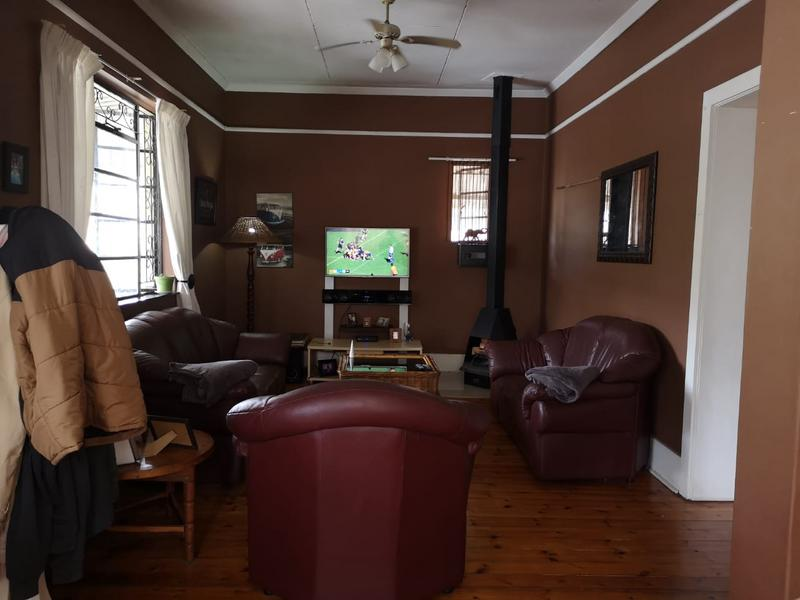 House For Sale in Escombe, Queensburgh