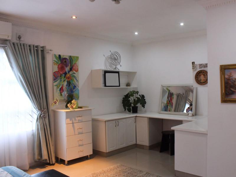 House For Sale in Queensburgh, Queensburgh